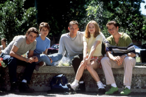 scream-cast-at-fountain
